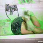 W292 Eileen getting gunged in the bath