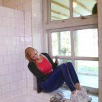 W314 Eileen blue leggings tank top and hoodie in bath
